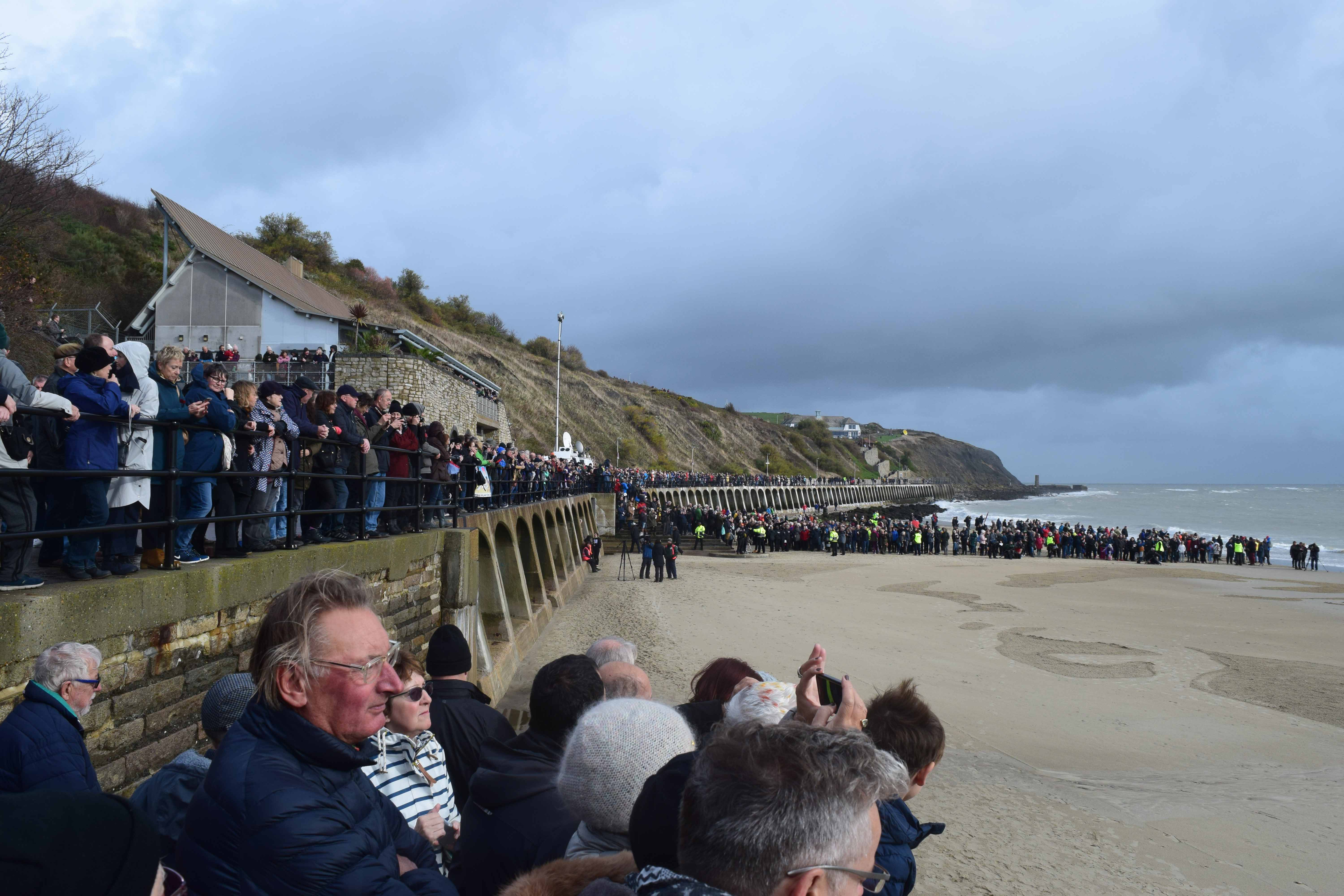 pagesofthesea_Crowds-at-Sunny-Sands new