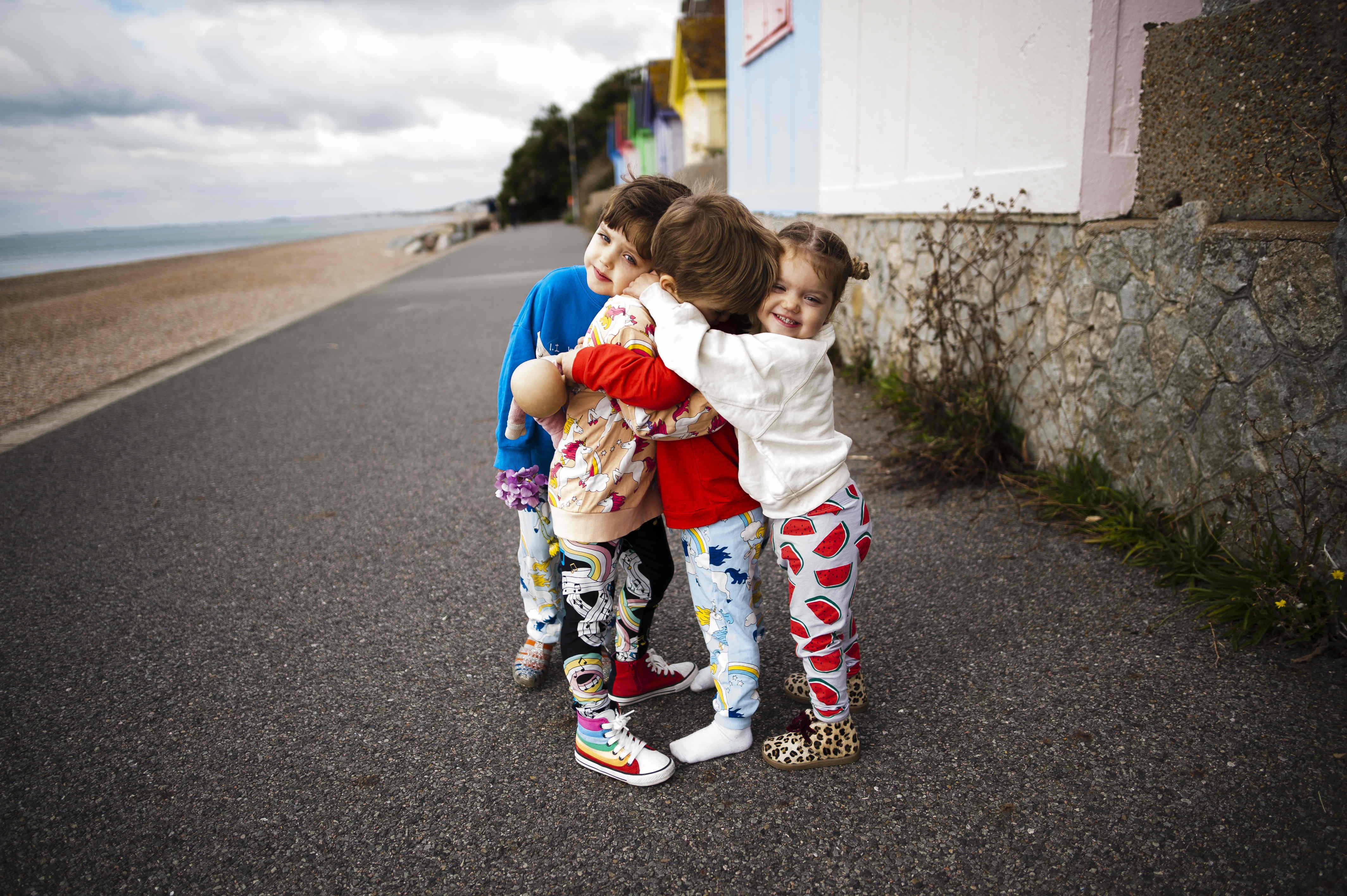 Hugs Meet The Wildes