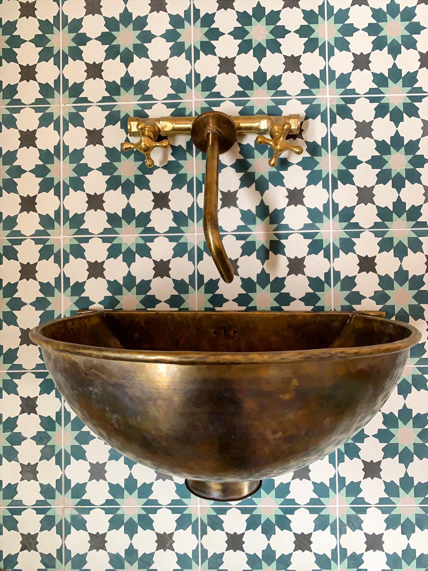 Sunny Sands House Tiles Sink