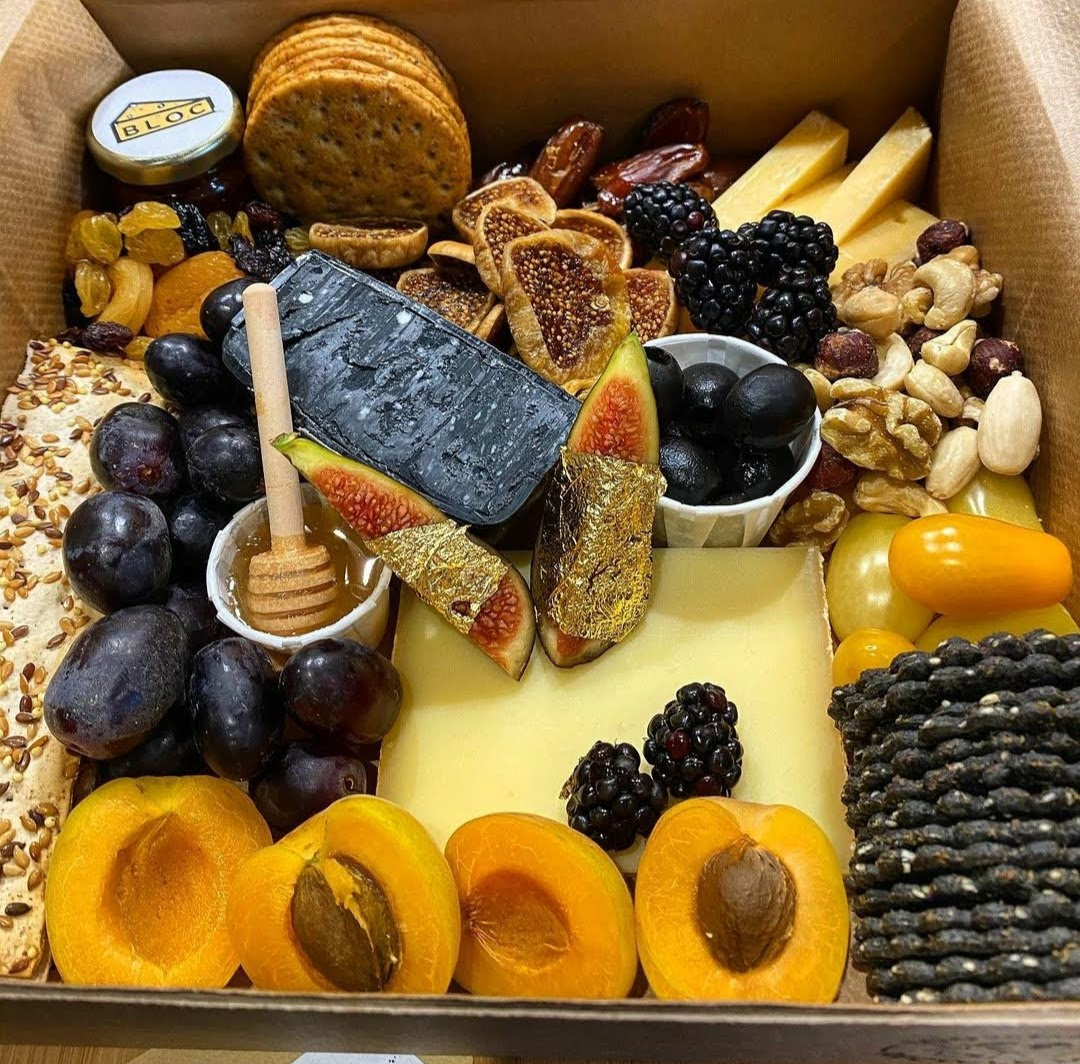 Bloc Cheese Box with fruit