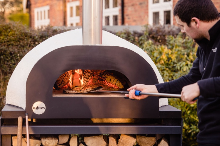 Pizza oven in action